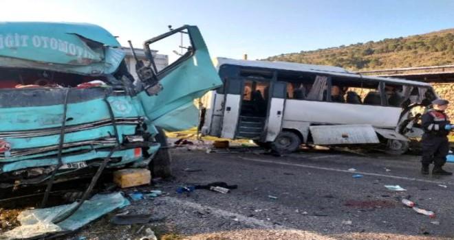 Komşu İlçede Feci Kaza 4 Kişi Öldü 8 Kişi Yaralandı