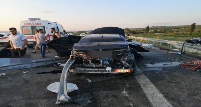 Yeni Otoyoldaki Kazada 2 Kişi Hayatını Kaybetti