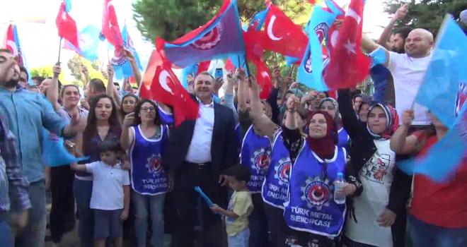 Manisalı Kadın İşçilere  Türk Metal Sendikasından Destek