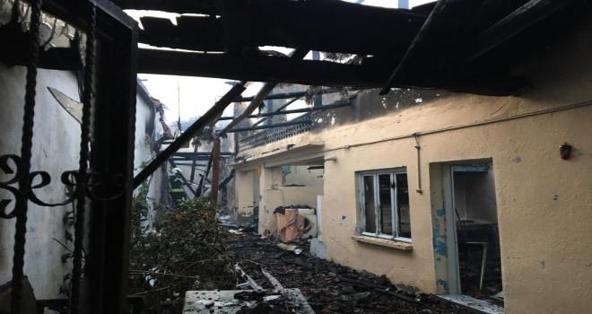 Kırkağaç Bakır Mahallesinde 3 Ev Yandı