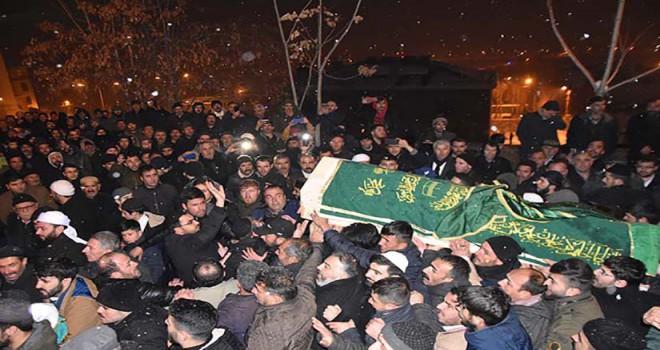 Öldürülen tarikat liderinin cenazesine 10 bin kişi katıldı